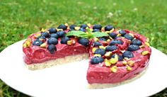Tarte crue aux myrtilles // Raw blueberry tart Sorbets, Acai Bowl, Blueberry, Cheesecake, Breakfast, Sweet, Desserts, Gluten, Food