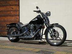 広島県広島市にあるSun motorcyclesの中古車、ハーレーダビッドソンFXSTSです。この他にも様々なバイクを展示・販売中です。現在の在庫状況ほか詳細は下記をご覧ください。 http://www.mjbike.com/ubike/sch_stock.asp?code=907