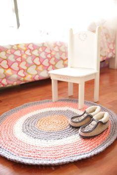 alfombra tejida a crochet via gato contento http://gatocontento.wix.com/gato-contento