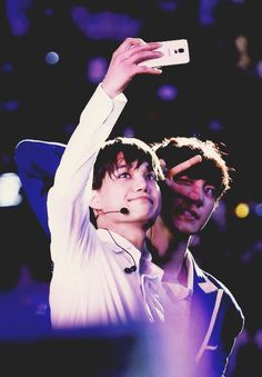 EXO Kai (jongin) and Chanyeol taking selca on the Lost Planet Concert Exo Kai, Exo Chanyeol, Kyungsoo, Exo 2014, Exo Couple, Yoseob, Solo Pics, Kim Jongin, Exo Members