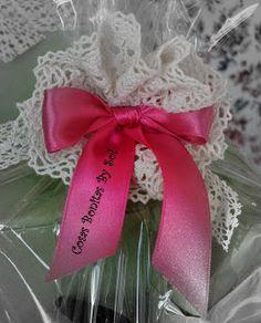 Flower in Pink / Flor en puntilla y raso rosa.