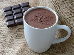 Bieza karstā šokolāde burtiski iepludina cilvēkā enerģiju, dod spēku, uzlabo garastāvokli. Karstā šokolāde atšķiras no kakao dzēriena. Šokolādes dzērienu gatavo no izkausētas
