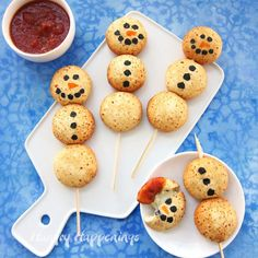It's so easy to make these adorable Cheesy Snowman Snacks using Farm Rich™ Mozzarella Bites. Your whole family will love these fun Christmas appetizers! Best Christmas Appetizers, Best Christmas Recipes, Holiday Desserts, Appetizers For Party, Christmas Fun, Holiday Recipes, Christmas Foods, Xmas Holidays, Christmas Birthday