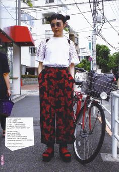 """Scans from the Japanese Magazine of street fashion called """"FRUiTS"""". Street Style Vintage, Asian Street Style, Japanese Street Fashion, Tokyo Fashion, Harajuku Fashion, Korean Fashion, Hipster Grunge, Grunge Goth, Mode Outfits"""
