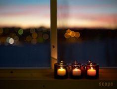 イッタラ キビの魅力は色の綺麗さとバリエーションにある。スコープ別注のキビも含め、豊富なカラーから選べる。色が増えれば増えるほど、そのガラスの塊は綺麗さを増していくのだから、Kivi集めはやめられなくなってしまう。 Candles, Candle, Lights