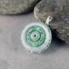NC Pendentif Vert Bouclier de torsades en verre