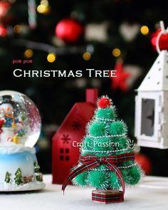 DIY easy pom pom Christmas Tree. Perfect small Christmas decoration for the greeting season.