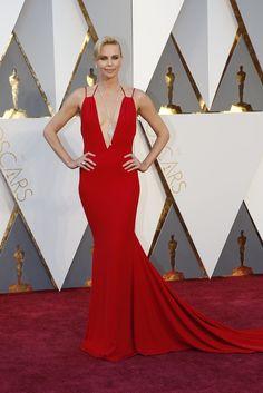 Uno de los vestidos más admirados durante esta premiación fue el Dior que utilizó Charlize Theron.