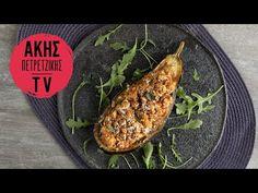 Παπουτσάκια με κοτόπουλο από τον Άκη Πετρετζίκη. Φτιάξτε εύκολα και γρήγορα γεμιστές μελιτζάνες με κιμά κοτόπουλου και φέτα! Τέλειο κυρίως γεύμα!