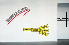 Vista de la exposición 'Escrito en el viento' de Lawrence Weiner, 2013