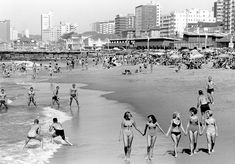 Durban beach in the Johannesburg City, Durban South Africa, Kwazulu Natal, Beautiful Sites, New South, Beach Scenes, African History, Countries Of The World, Old Pictures