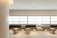 울산인테리어 고요한 아름다움 <젠스타일>을 알아보자! : 네이버 블로그 Lobby Interior, Interior Design, Public Hotel, Waiting Area, Bench Furniture, Hotel Lobby, Coffee Shop, Dining Bench, Relax
