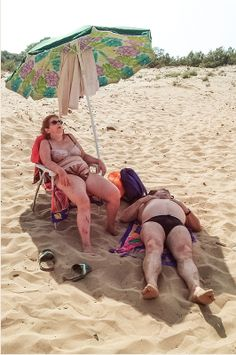 Turi Calafato - A day on the beach Haha Funny, Funny Memes, Aging Gracefully, Bikini Beach, Beach Mat, Funny Pictures, Outdoor Blanket, Inspirational Quotes, Ocean Creatures