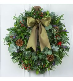 The Real Flower Company's Red Berry & Herb door wreath is a classic arrangement, ideal for welcoming your Christmas guests over your threshold. A luxurious choice that is also beautifully scented, this wreath will leave no one indifferent. Decorations Christmas, Christmas Door Wreaths, Christmas Swags, Christmas Arrangements, Christmas Flowers, Festival Decorations, Flower Arrangements, Christmas Diy, Winter Wreaths
