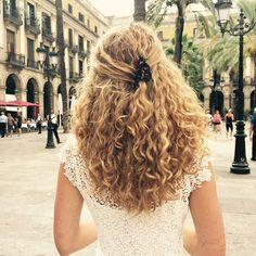 Curly Hair Traveling Guide: Hairstyle Diary