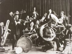 From Riots to Renaissance: Jazz and Blues Music Plays In Chicago, 1920s Jazz, Jazz Club, African Artists, Jazz Band, Band Photos, Jazz Musicians, Types Of Music, Cabaret