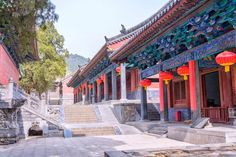 China Rundreisen - Jetzt Urlaub buchen!  Tai Pan In China, Nepal, Peking, Mansions, House Styles, Vacation Package Deals, Wonders Of The World, Places To Travel, Mansion Houses