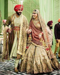 51 Most Beautiful Indian Bridal Makeup Looks and Clothing Ideas - Dulhan Images - AwesomeLifestyleFashion Indian Bridal Outfits, Indian Bridal Lehenga, Indian Bridal Makeup, Indian Designer Outfits, Bridal Dresses, Shaadi Lehenga, Lehenga Blouse, Red Saree, Sabyasachi