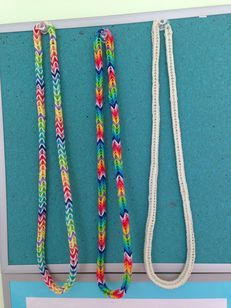 Rainbow loom fishtail necklace! Nice idea! Love the one with the white and rainbow pattern!