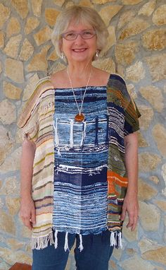 SAORI weaving as experienced by a beginning weaver living in Panama. Weaving Designs, Weaving Projects, Weaving Patterns, Loom Weaving, Hand Weaving, Textiles, Tear, Sewing Clothes, Refashion