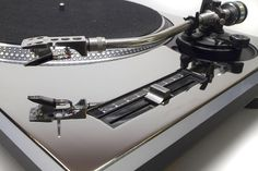 Technics turntable with a mirrored faceplate by @1200PLATES
