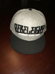 Used Mens Rebel 8 New Era Fitted Wool BaseBall Cap Size 7 3