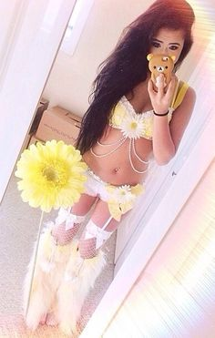 Yellow and white daisy rave outfit Rave Festival Outfits, Festival Wear, Festival Fashion, Rave Girls, Edm Girls, Rave Gear, Edm Outfits, Cyberpunk Fashion, Steampunk Fashion