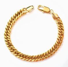Bracelets made of gold - a wonderful eye-catcher. 😍