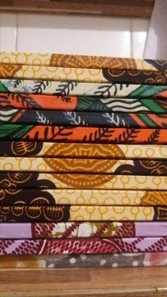 """Livros """"Canções de Amor e Dengo"""" , com lombada de tecido Moçambicano para comemorar os 10 anos da dramaturga e prosadora Cidinha da Silva.  Produção e vendas """"Me Parió Revolução"""""""