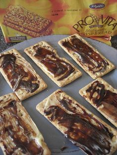 Bovril and provitas - beefy Bovril is the only thing I cannot get my hands on in Australia. We have Vegemite, discusting stuff . South Afrika, Good Food, Yummy Food, South African Recipes, Specialty Foods, Amazing Cakes, Food Inspiration, Lunch, Ethnic Food