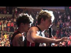 One Direction in a conversation with a guy that was going to leave before WMYB Miami June/14/2013 - YouTube
