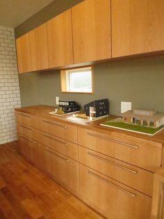 オープンハウス -Sunny House- – 名古屋市の住宅設計事務所 フィールド平野一級建築士事務所 New Homes, Kitchen Cabinets, Room, House, Inspiration, Design, Home Decor, Kitchens, Furniture