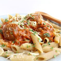 gehaktballetjes gevuld met mozzarella in tomatensaus Bastilla, Pasta, Dutch Recipes, Couscous, Mozzarella, Macaroni, Spaghetti, Ethnic Recipes, Food