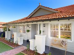 Through Road, Camberwell, Vic 3124 - Property Details Exterior Color Schemes, Exterior Paint Colors For House, Exterior Design, Red Roof House, Facade House, Weatherboard Exterior, Roof Colors, Bungalow Conversion, North Augusta