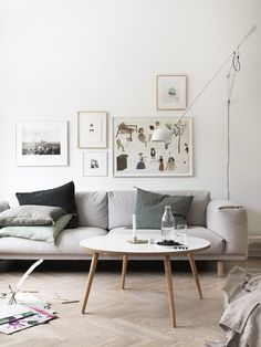 Entriamo nell'incantevole casa della fotografa svedese Petra Bindel. Tanta luce, pezzi di design nordico e soluzioni contenitive studiate su misura.