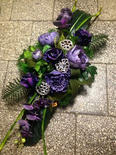 Funeral Sprays, Cemetery Flowers, Sympathy Flowers, Flower Spray, Funeral Flowers, Arte Floral, Ikebana, Fresh Flowers, Flower Decorations
