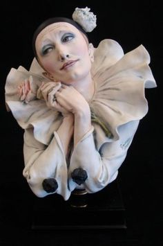Giuseppe Armani Figurine: The Pierrot In Love #1658C. L : Lot 698