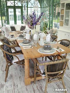 Hochzeitspavillon   #Garten #RAHAUS #Pavillon #Stuhl #Geschirr #Blumen #Dekoration #Hocker #Couchtisch #Lüster #Gartenhaus #Hochzeit #Familienfeier #Familie #Kronleuchter #Esstisch www.rahaus.de