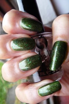 Basecolor: RL Young, Colours! LE, Nr. 02 'green' Flakes: Alessandro, Vamp LE, Nr. 257