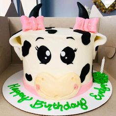 35 Most Beautiful looking Cow Cake Design that you can make or get it made on the coming birthday. First Birthday Theme Girl, Farm Birthday Cakes, 2nd Birthday Party Themes, First Birthday Parties, Birthday Ideas, Barnyard Cake, Farm Cake, Cow Cakes, Girl Cakes
