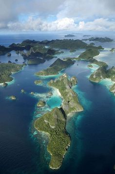 If you go there,, i believe that you dont want to come back to ur reality's life.. LOL. #rajaampat, west papua
