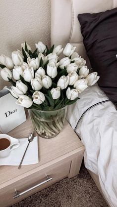 Find images and videos about flowers, tulips and badroom on We Heart It - the app to get lost in what you love. Classy Aesthetic, White Aesthetic, Photowall Ideas, Flower Aesthetic, Aesthetic Pictures, Decoration, Planting Flowers, Flower Arrangements, Beautiful Flowers