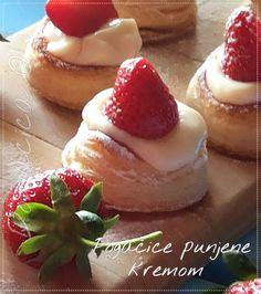 Pogačice punjene kremom i jagodama ... Ukusno pecivo veličine zalogaja, koje se brzo priprema. Ohladjene, kremaste i voćne pogačice su lagan, osvežavajući slatkiš. U ovom receptu je vanilin krem, koji može biti zamenjen kremom od limuna. #deserti #fingerfood #jagode #lisnatotesto #peciva #pekara #vanilinkrem #desserts #strawberry #puffpastry #pastry #cream #vanillacream #sweets #Food #ricetta #recipes #homecooking #serbian #homemade #foodphotography #foodbloggers #Goodfood #рецепты #blogger
