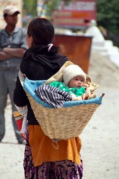 Baby basket in Lamayuru Kashmir , India. Happy Baby, People Around The World, All Over The World, Baby Carrying, Baby Wrap Carrier, Baby Baskets, Jolie Photo, Mother And Child, Mothers Love