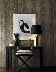 Kelly Wearstler Wallpaper at Lee Jofa - Art Deco Wallcovering with metallic detail adds a lot of glamour to this small space Cream Wallpaper, Modern Wallpaper, Of Wallpaper, Textured Wallpaper, Metallic Wallpaper, Beautiful Wallpaper, Kelly Wearstler Wallpaper, Design Entrée, Modern Design
