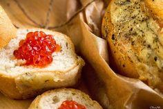 Бутерброд и лососевая #икра! Anyone garlic bread & Russian salmon #caviar?!  See this Instagram photo by @clara_noli • 37 likes