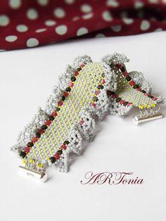 beaded bracelet, beadwork, bead netting bracelet, flat chenille stitch, perlen, lace bracelet