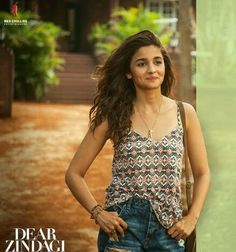 alia bhat in Dear Zindagi Beautiful Bollywood Actress, Beautiful Actresses, Bollywood Stars, Bollywood Fashion, Alia Bhatt Dear Zindagi, Hot Actresses, Indian Actresses, Aalia Bhatt, Alia Bhatt Cute