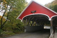 Pont couvert construit en 1886. Le New Hampshire est réputé pour ses nombreux ponts couverts.