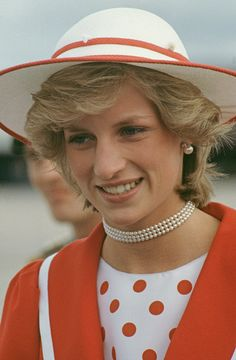 Diana, Princess of Wales wearing a wine-coloured velvet suit by Jaeger and a John Boyd hat during a visit to St Austell in Cornwall, November Get premium, high resolution news photos at Getty Images Princess Photo, Real Princess, Prince And Princess, Princess Of Wales, Princess Diana Dresses, Princess Diana Fashion, Princess Diana Pictures, Bonnie Wright, Velvet Suit